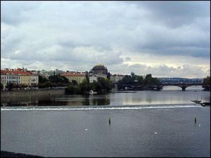 ヴルタヴァ側と国立歌劇場