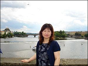 竹内律子さん-カレル橋にて