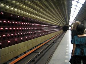 メトロ・フローラ駅にて
