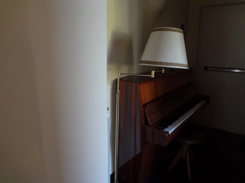部屋に付いているピアノ