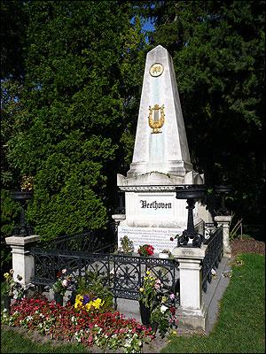 尊敬するベートーベンの墓(ウィーンにて)